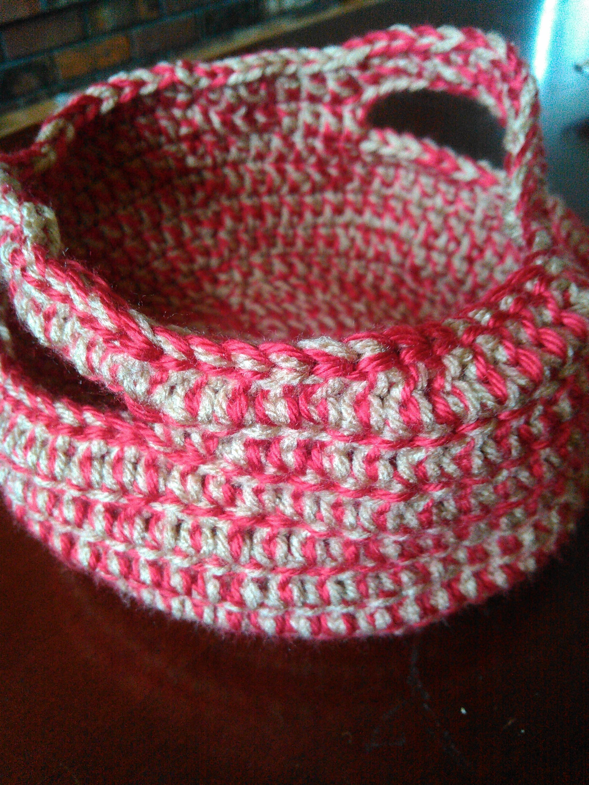 Crochet Round Basket (free pattern)