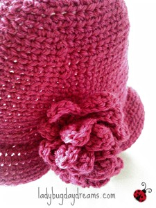crochet cloche hat with flower 2